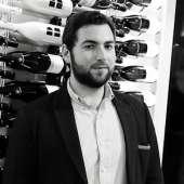 Votre guide local : Maxime, Expert en vins et chocolats