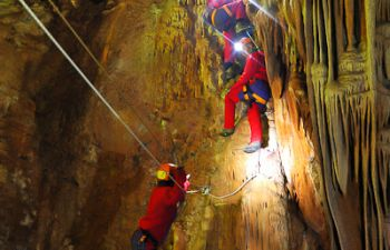 Sortie spéléologie dans les salles cachées d'une grotte du Gard !