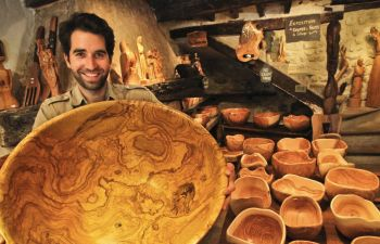 Rencontre avec un sculpteur sur bois d'olivier près de Vence
