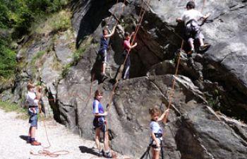 Escalade sur site naturel de la vallée de la Dordogne