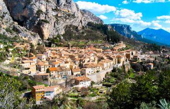 Moustiers-Sainte-Marie et le pays de la lavande : Valensole, Gorges du Verdon et L'Occitane