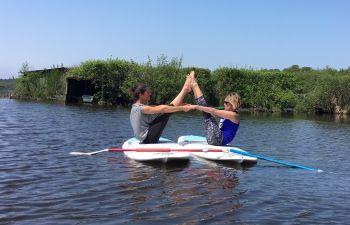 Yoga et/ou pilates en stand up paddle : sport et bien-être !