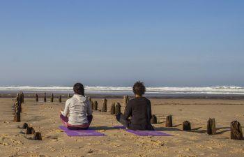 Cours de yoga sur la plage de Vieux-Boucau