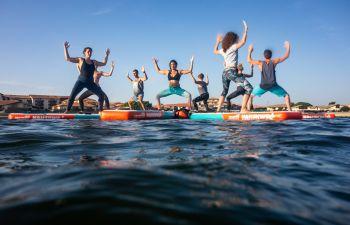Cours de yoga sur stand up paddle à Vieux-Boucau