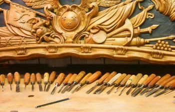 Initiation à la sculpture sur bois à Belle Île en Mer avec un artisan M.O.F.