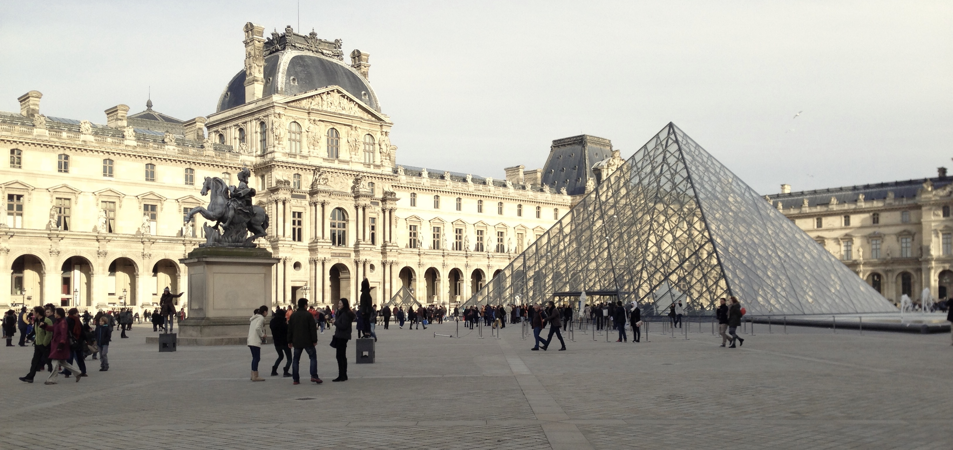 s ance photo personnalis e la pyramide du louvre paris 1er activit paris. Black Bedroom Furniture Sets. Home Design Ideas