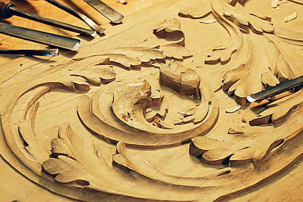 Initiation la sculpture sur bois belle le en mer avec un artisan m o f - Sculpture sur bois motifs ...